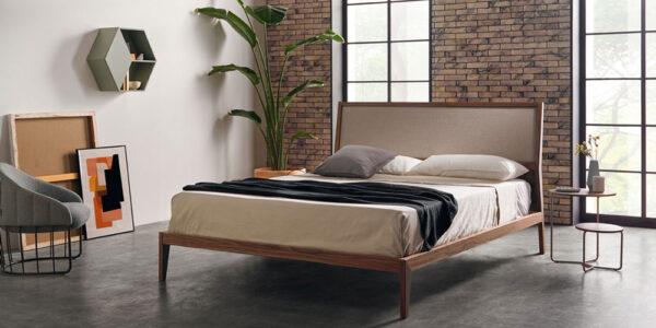 ambiente de dormitorio de matrimonio 11-0003 con acabado american walnut vista general