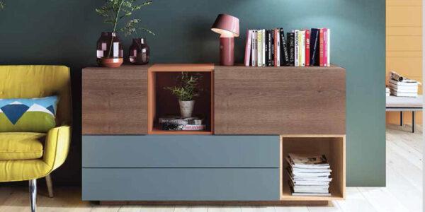 Aparador de salón 14c-0024 color azul naranja y madera vista de ambiente