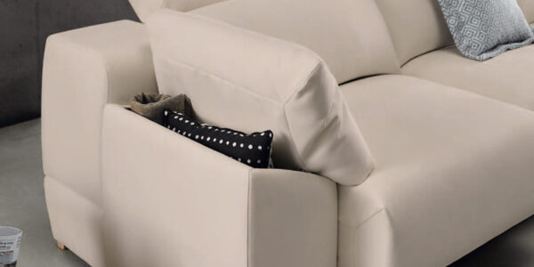 Detalle de brazo de sofá 2-3 plazas 10d-0012 color beige vista ambiente