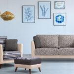 Butaca sofá y puf 10a-0002 beige y tapizado rayas vista ambiente