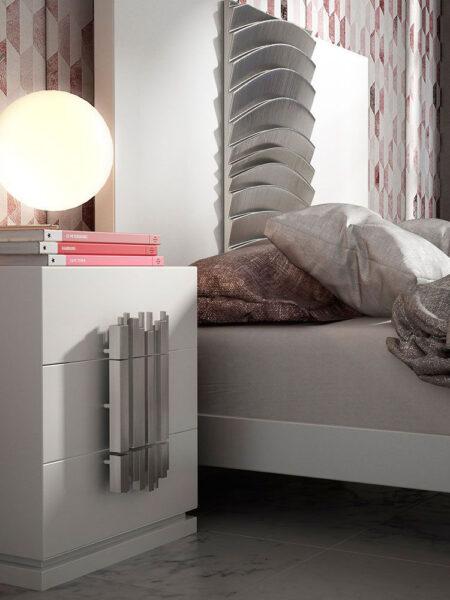 Cabecero y mesilla de dormitorio de matrimonio 11a-0080 color blanco y plateado en vista de detalle