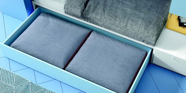 Cajón con cojines de dormitorio kids con cama bloc 12c-0007 color azul y mostaza vista de detalle