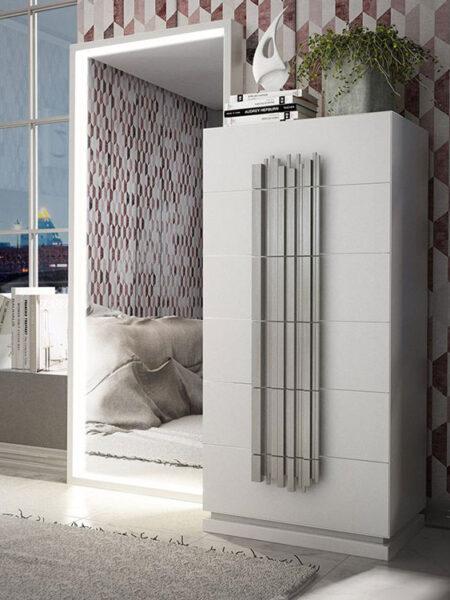 Cajonera de dormitorio de matrimonio 11a-0080 color blanco y plateado en vista de detalle