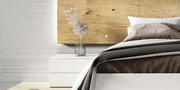 Cabecero y mesilla de dormitorio de matrimonio 11a-0012 color blanco y madera vista de detalle