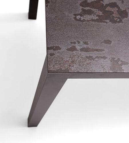Detalle de esquina de mesa de cocina 15b-0001 color gris y marrón vista top