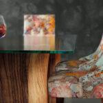 Mesa de comedor 14b-0023 de nogal y cristal vista de detalle frontal