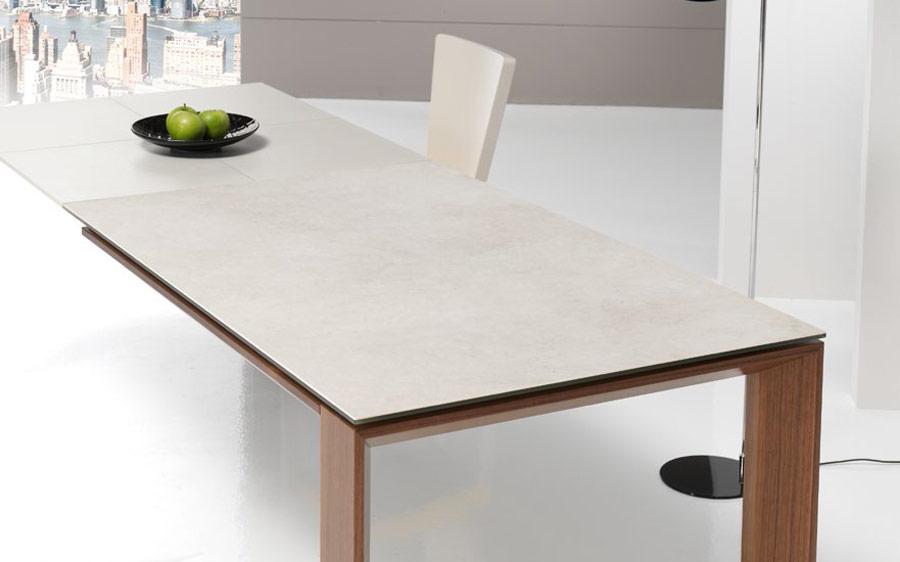 Mesa de comedor extensible 14b-0015 color beige y madera vista ambiente de detalle