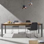 Mesas y sillas de comedor 14b-0026 color gris con madera vista ambiente lateral