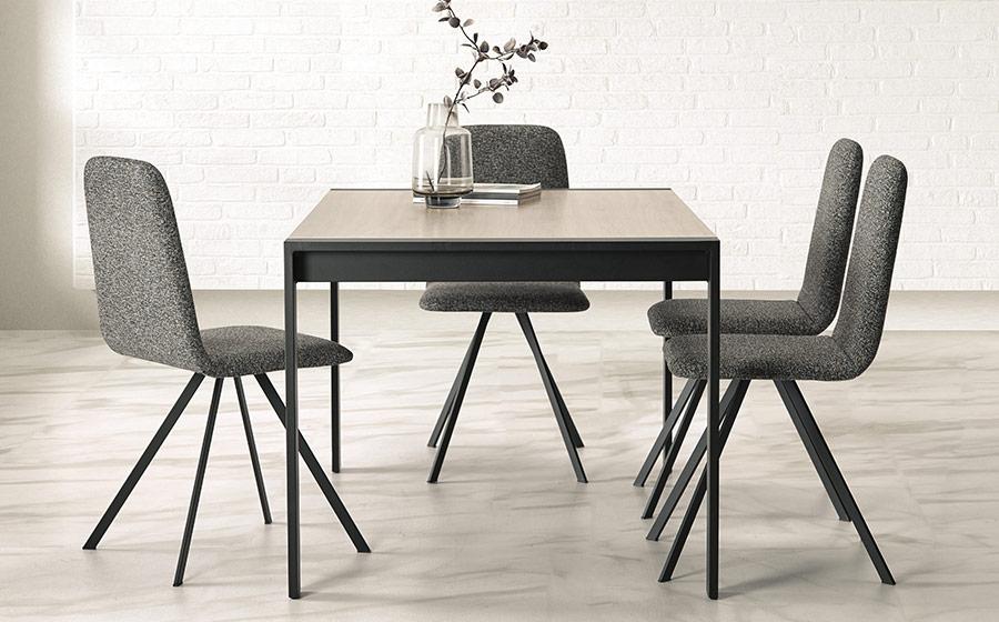 Mesas y sillas de comedor 14b-0026 color negro con madera vista ambiente lateral