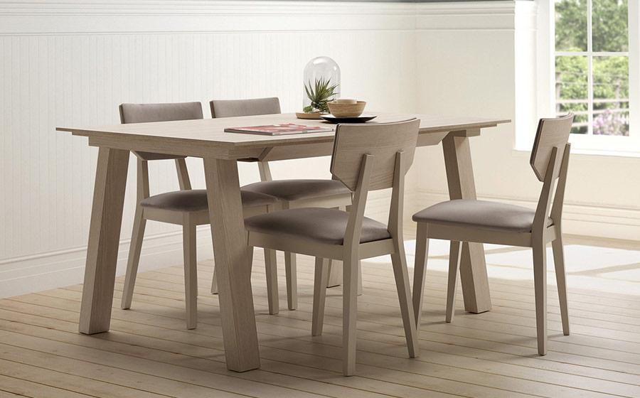 Mesa y sillas de comedor 14b-0027 madera y gris vista ambiente
