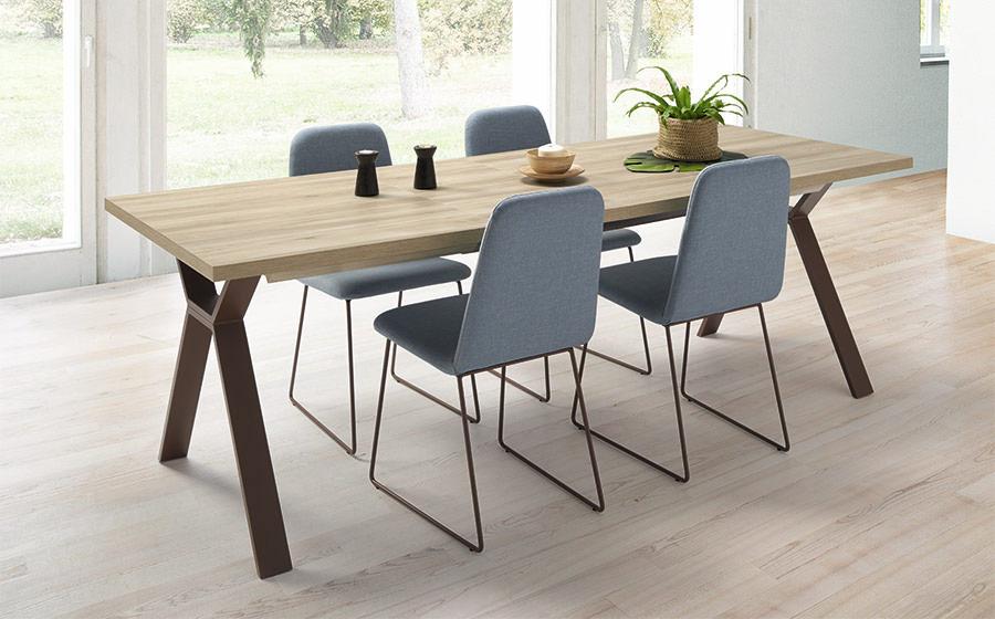 Mesa y sillas de comedor 14b-0027 color gris y madera vista ambiente