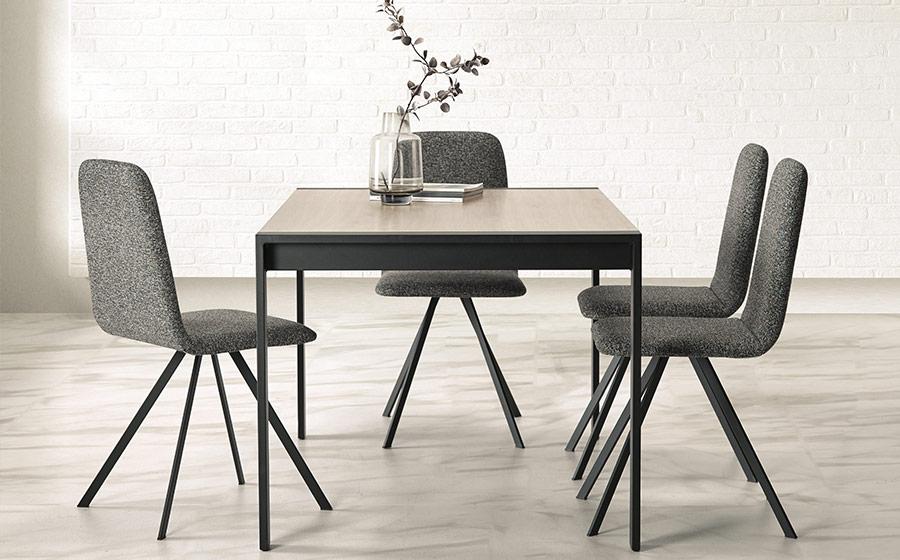 Sillas y mesa de comedor 14f-0002 color negro vista ambiente lateral