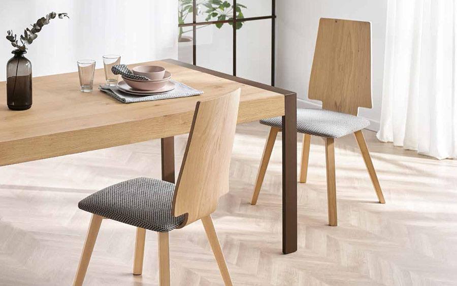 Sillas y mesa de comedor 14f-0004 madera vista de detalle