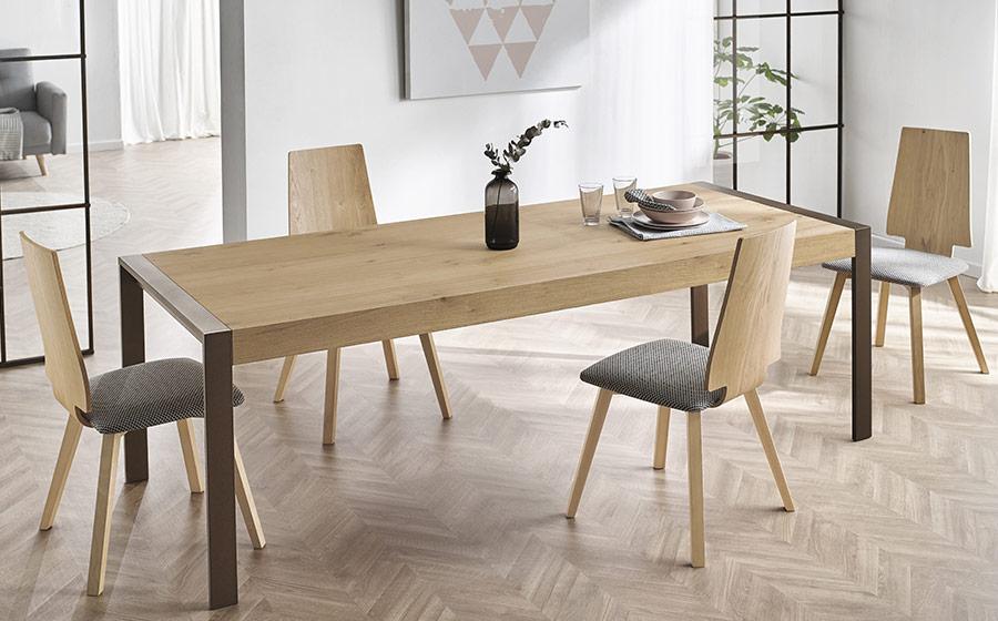 Sillas y mesa de comedor 14f-0004 madera vista de ambiente