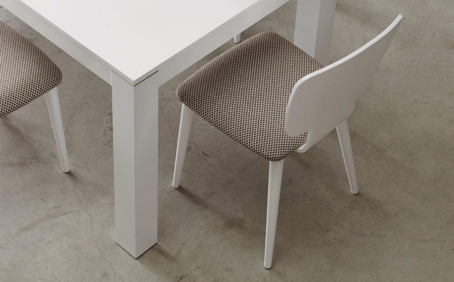 Sillas y mesa de comedor 14f-0008 color blanco vista ambiente de detalle