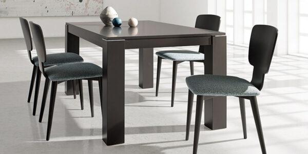 Sillas y mesa de comedor 14f-0008 color negro vista ambiente