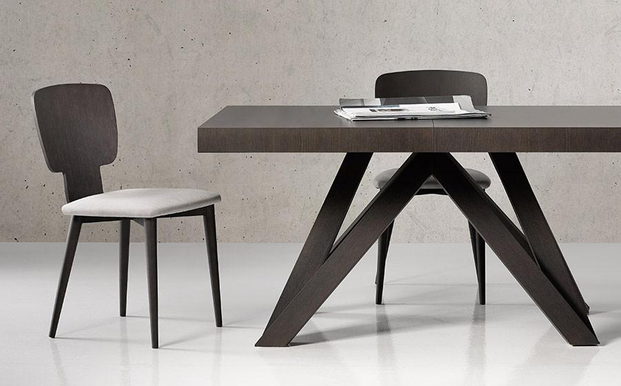 Sillas y mesa de comedor 14f-0008 color negro vista de detalle