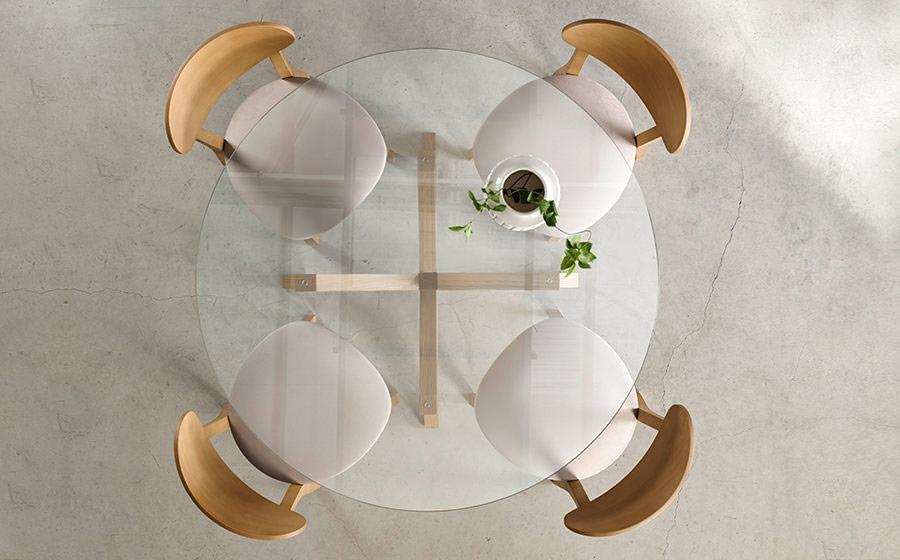 Sillas y mesa de comedor redonda 14f-0012 madera y cristal vista ambiente top