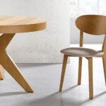 Sillas y mesa de comedor redonda 14f-0012 madera vista ambiente de detalle