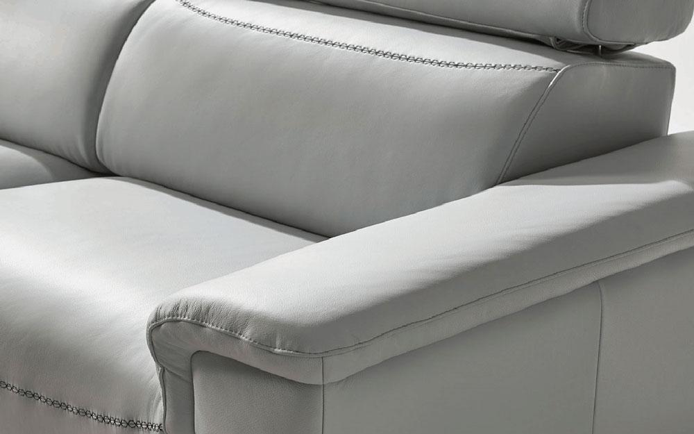Sofá de 2 plazas 10b-0023 color gris vista detalle de brazo