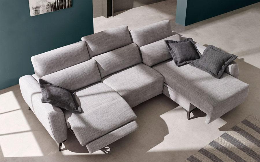 Sofá chaise longue 10b-0012 color gris detalle asientos deslizantes