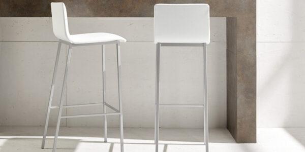 Taburete de cocina 15d-0004 color blanco y beige vista ambiente frontal