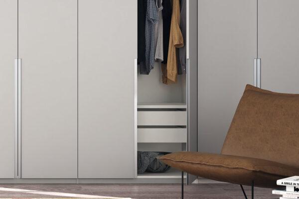 Armario de puertas abatibles de dormitorio 11b-0002 color blanco y metal vista de detalle